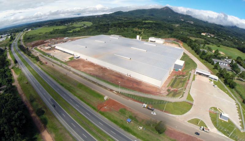 Parque logístico da Renault, em Quatro Barras, é o primeiro do estado a conquistar o selo AQUA de sustentabilidade. Fotos: Divulgação/TRX.