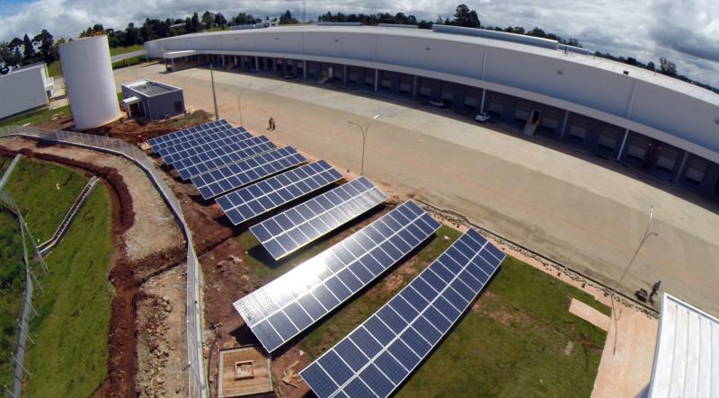 Sistema de placas fotovoltaicas garante a autossuficiência de energia no prédio administrativo da Renault